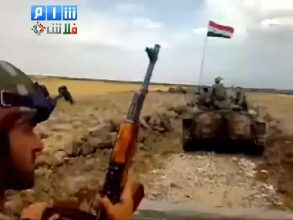 Imagen captada de un convoy militar dirigiéndose a Harak (Siria)
