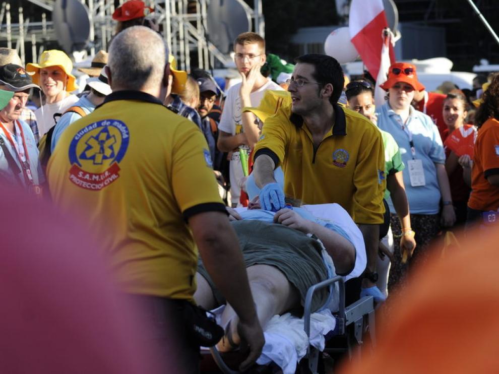 Los jóvenes peregrinos han sufrido este martes el fuerte calor de Madrid