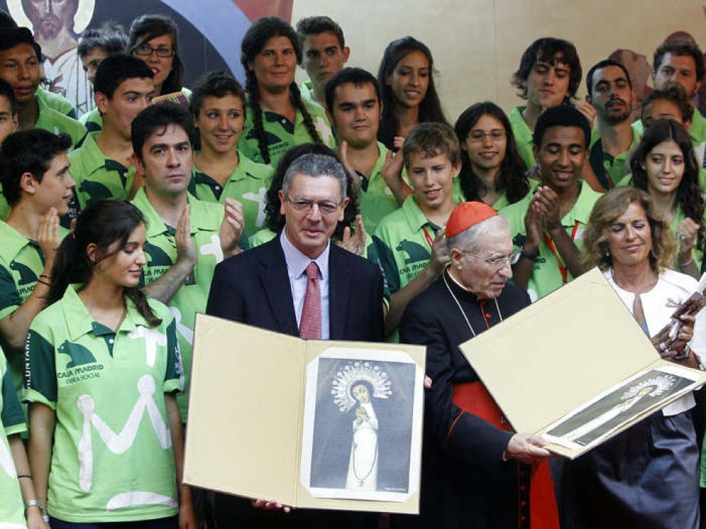Imagen de este lunes de Rouco Varela junto a Alberto Ruiz-Gallardón, Ana Botella y varios peregrinos