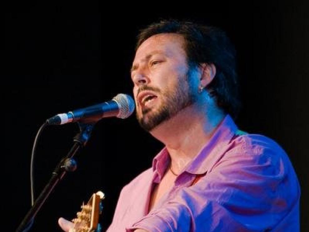 El cantautor y poeta aragonés Ángel Petisme.
