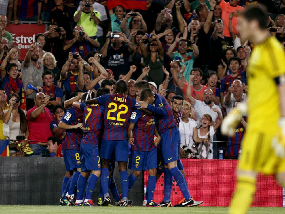 Los jugadores del FC Barcelona celebran el primer gol ante el Real Madrid