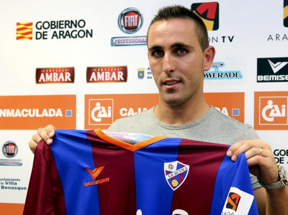 El lateral izquierdo, en su presentación con el Huesca.