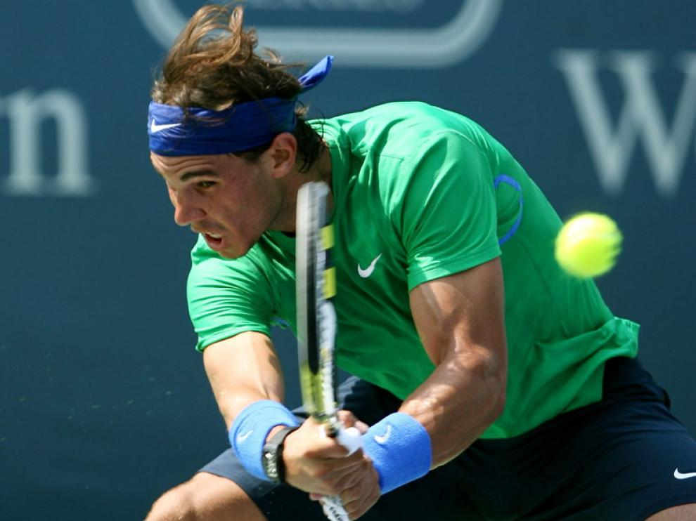 Rafael Nadal devuelve la bola a su compatriota Fernando Verdasco