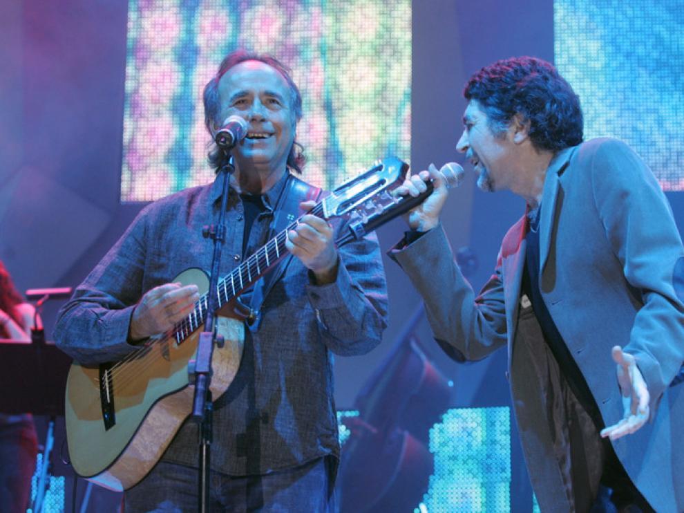 Serrat y Sabina, durante su concierto en Zaragoza con la gira 'Dos pájaros de un tiro'