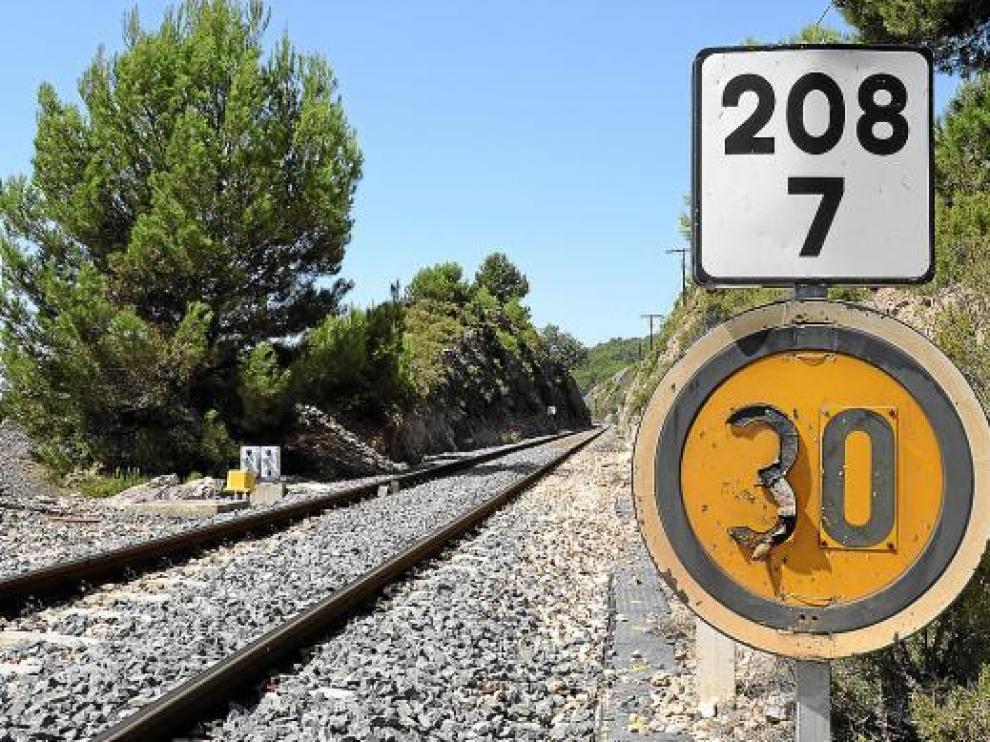 Ocho limitaciones de velocidad a 30 km/hora hipotecan el ferrocarril Teruel-Sagunto