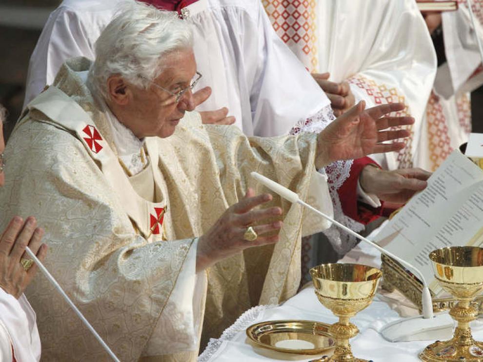 El papa durante la celebración de la misa en La Almudena