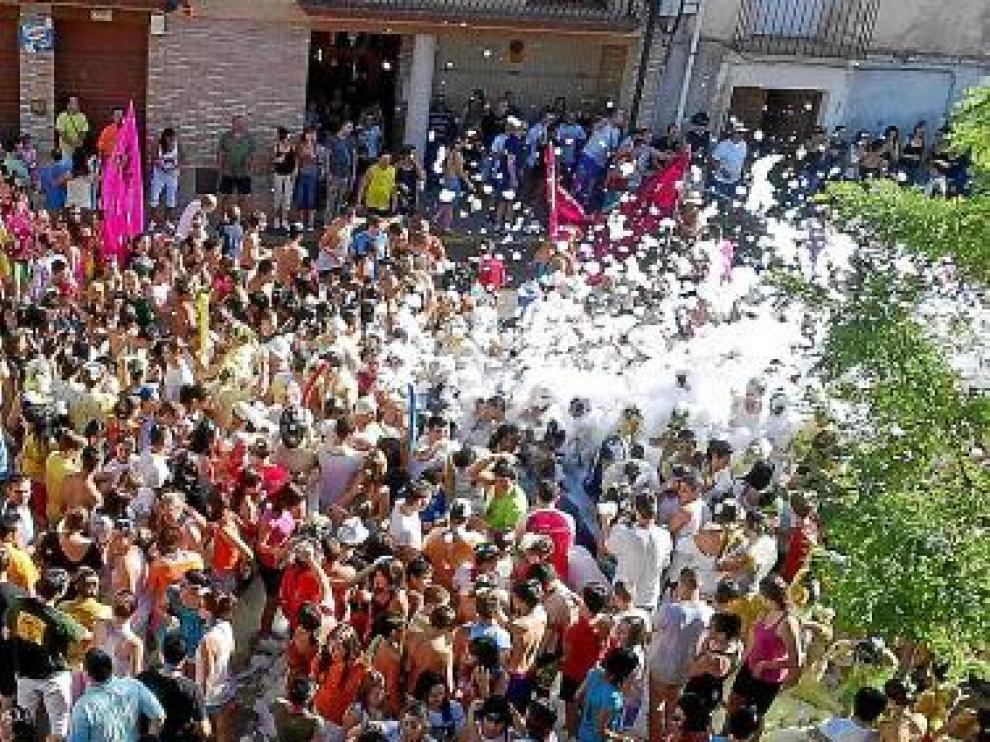 Fiesta de la espuma, con recorrido por las peñas.