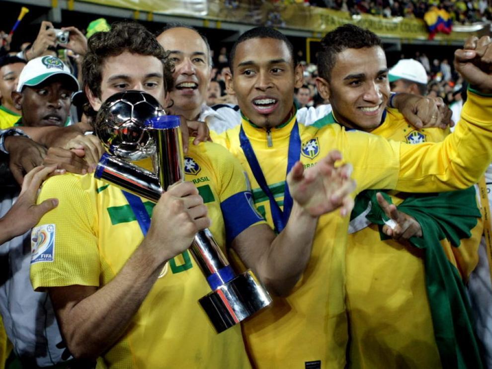 Los jugadores brasileños celebran su triunfo