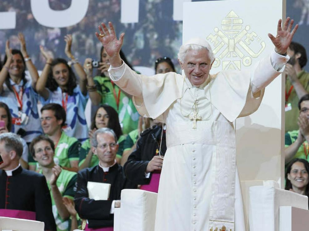 Benedicto XVI tuvo un encuentro con jóvenes voluntarios de la JMJ antes de partir hacia el aeropuerto