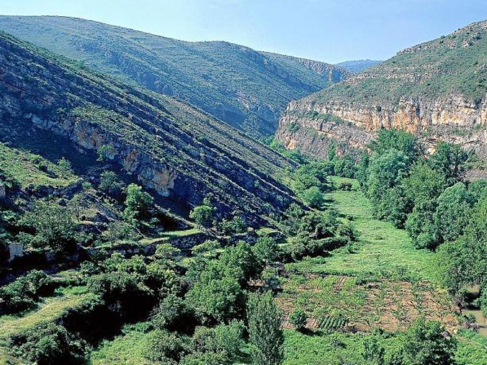 Gargantas y vega del río Piedra desde Nuévalos.