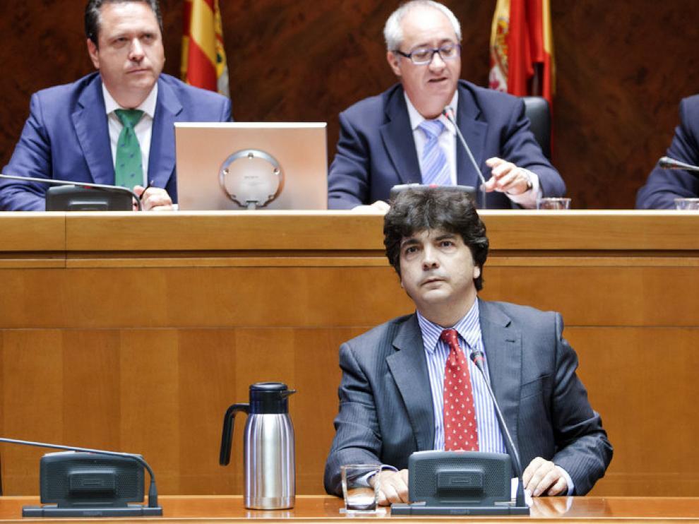 El consejero de Hacienda y Administración Pública, Mario Garcés, durante su comparecencia ante la Cámara regional