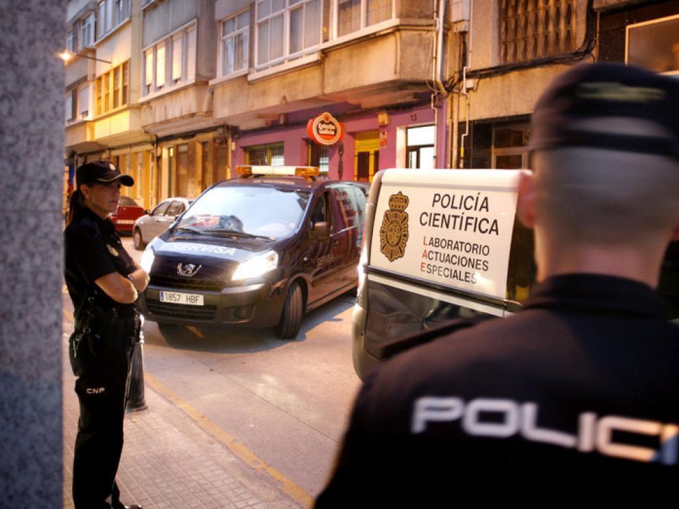 La policía acordonó la vivienda donde se produjeron los hechos