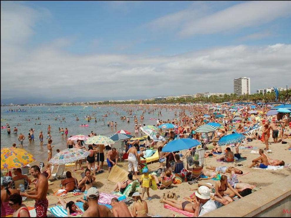 La playa de Levante ya luce la bandera ISO 14001