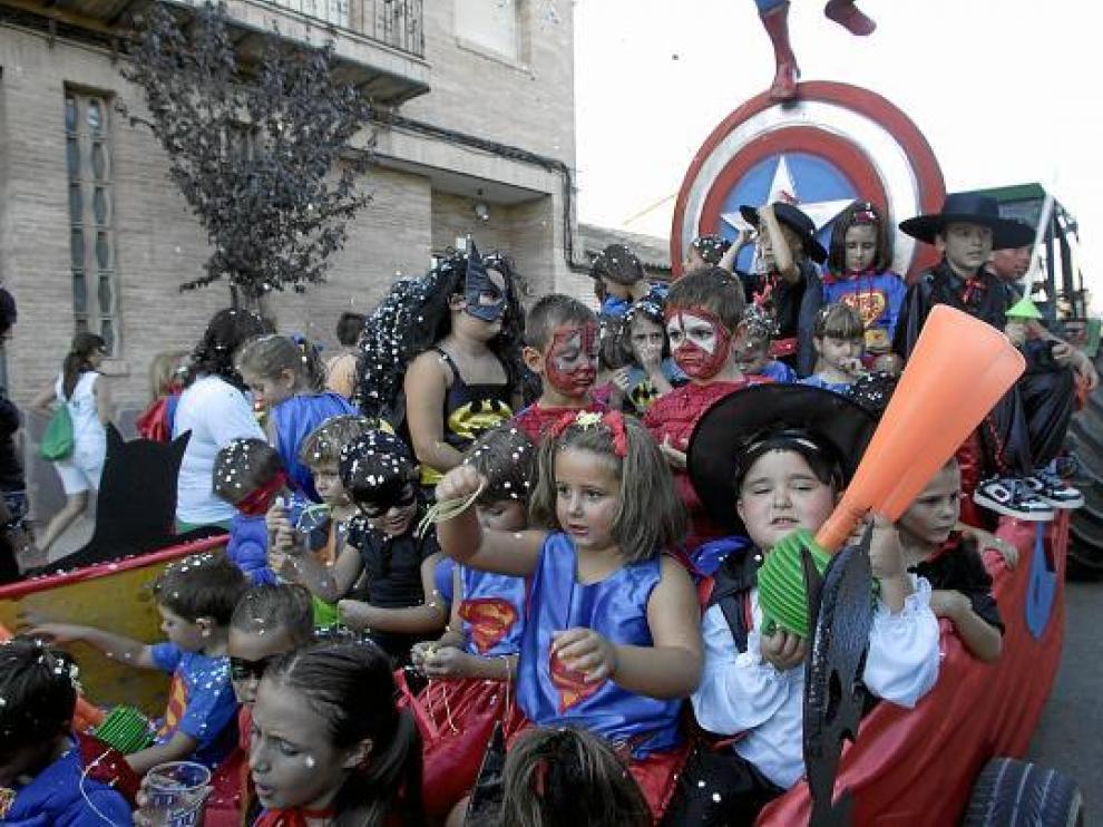 Los superhéroes del municipio también salieron a desfilar.