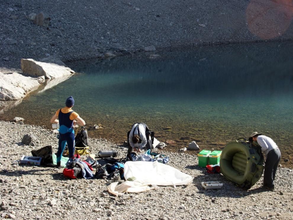 El ibón está situado a 3.000 metros de altitud