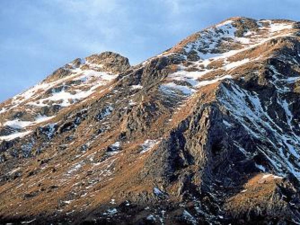 Divisamos Literola y el pico de Remuñe.