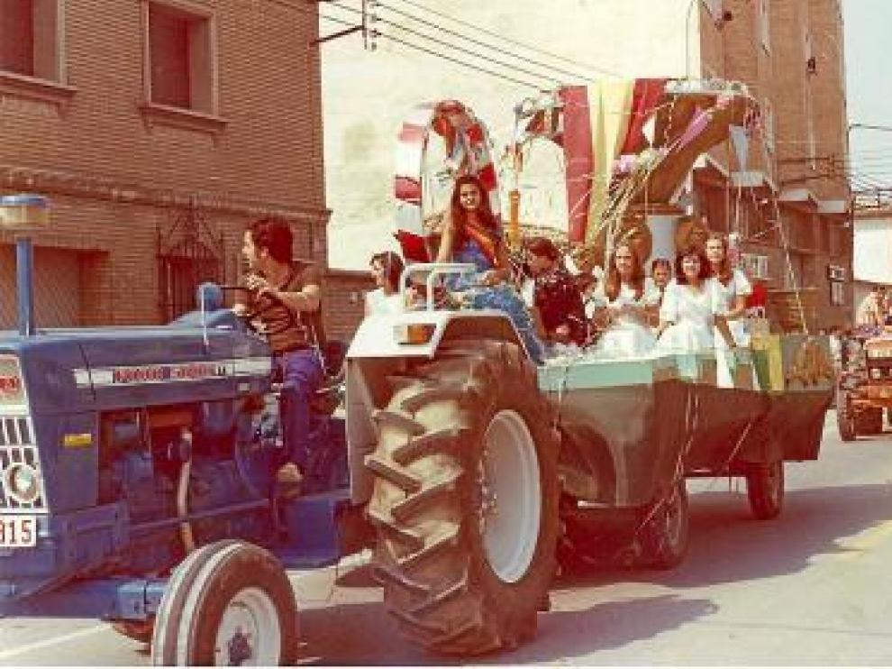 Las reinas de fiestas de 1974, en una foto de la exposición.