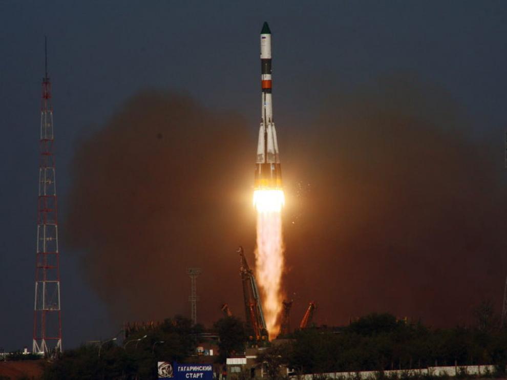 El carguero espacial ruso Progress M-12M en el momento del despegue