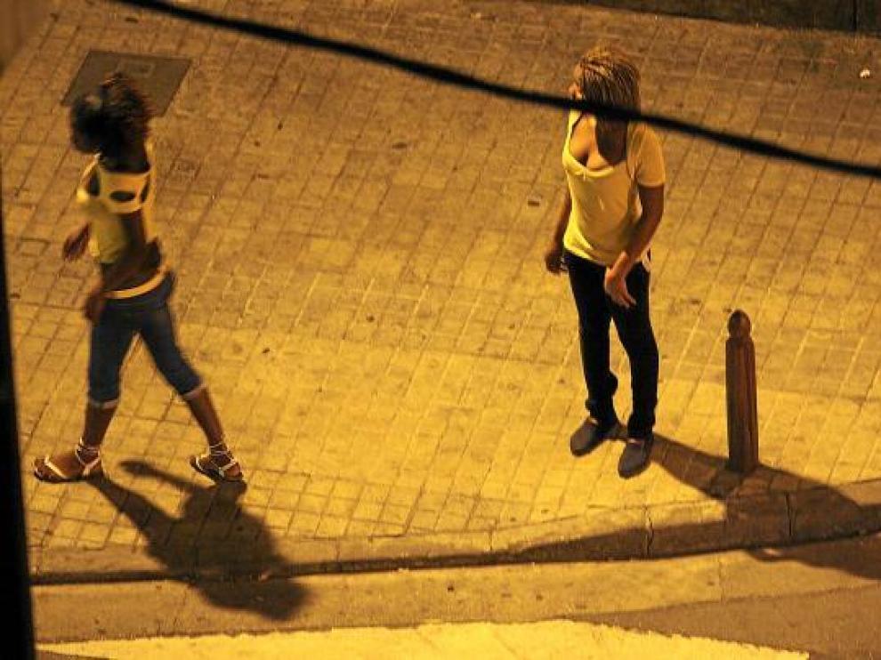 Mujeres ejerciendo la prostitución en Zaragoza en una imagen de archivo.