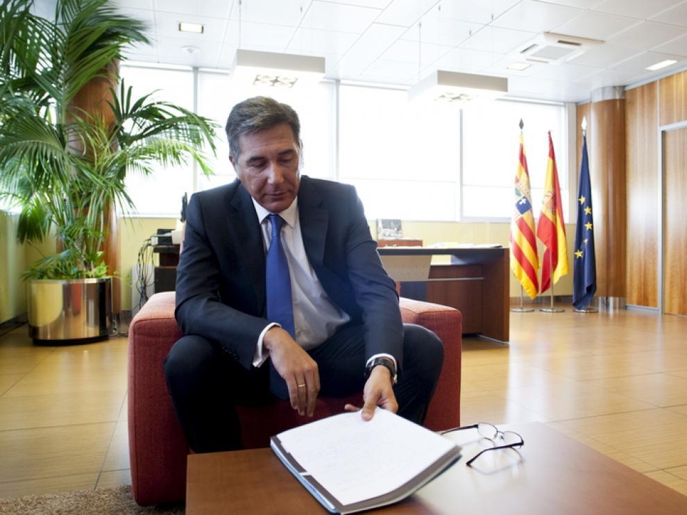 El consejero de Sanidad, Bienestar Social y Familia, Ricardo Oliván