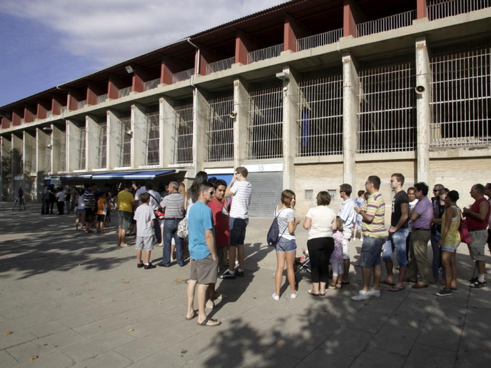 Imagen de este viernes de los aledaños del estadio de La Romareda