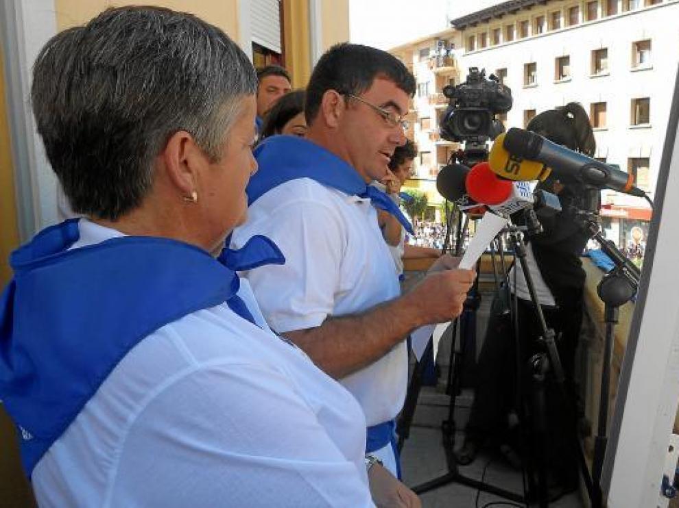 El pregón de Dori Jiménez y Ramón García, de ADISCIV, emocionó a los vecinos de Ejea.