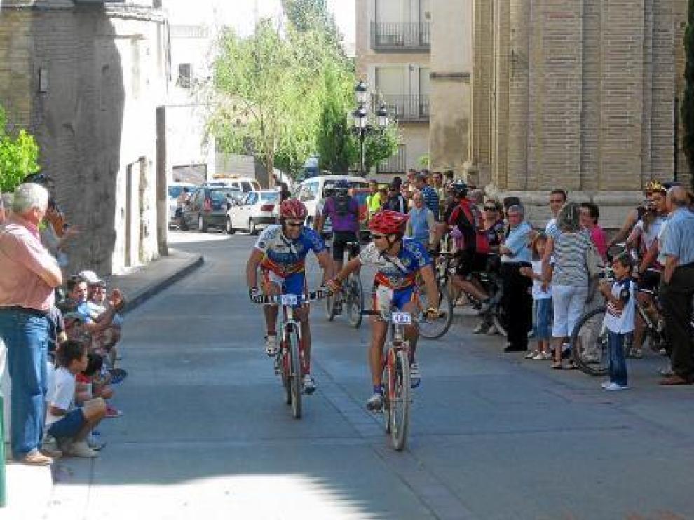 Dos de los participantes en la ruta, a su llegada a la meta en Borja.
