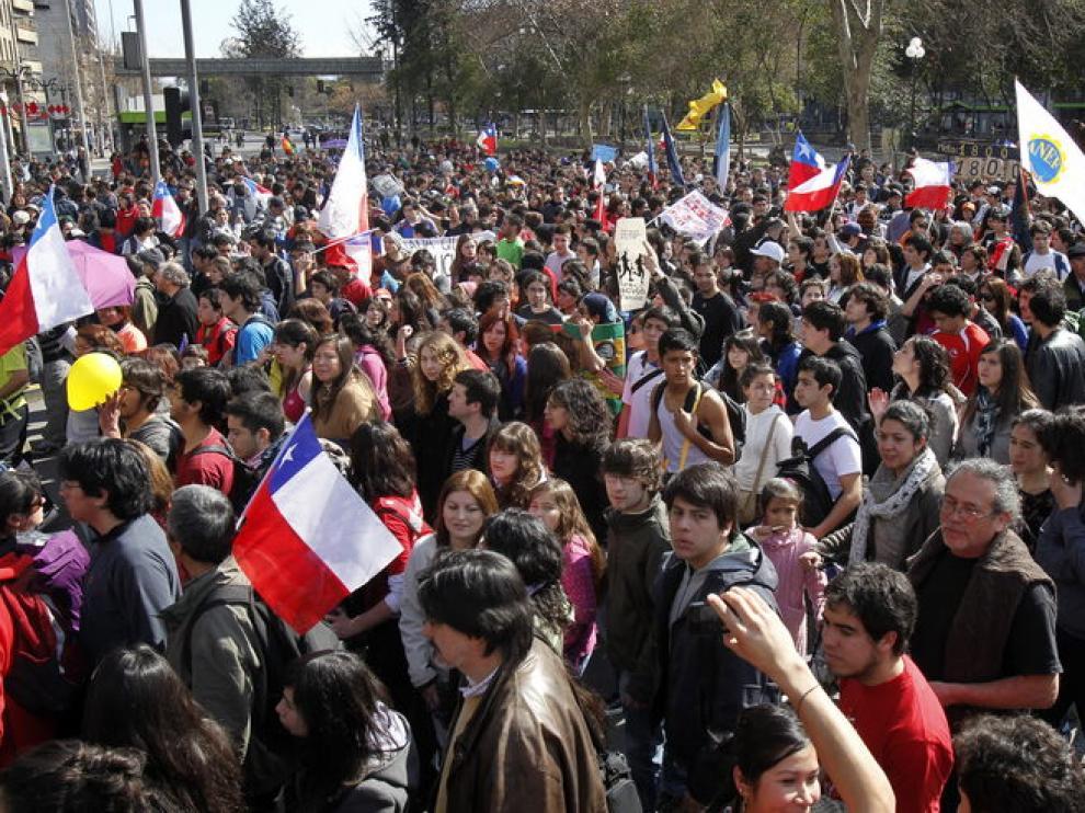 Estudiantes marchan por el centro de Santiago