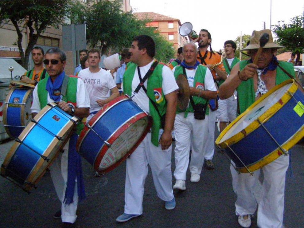 La animación de la charanga de la peña Chalibes llenó de alegría  ayer las calles turiasonenses.