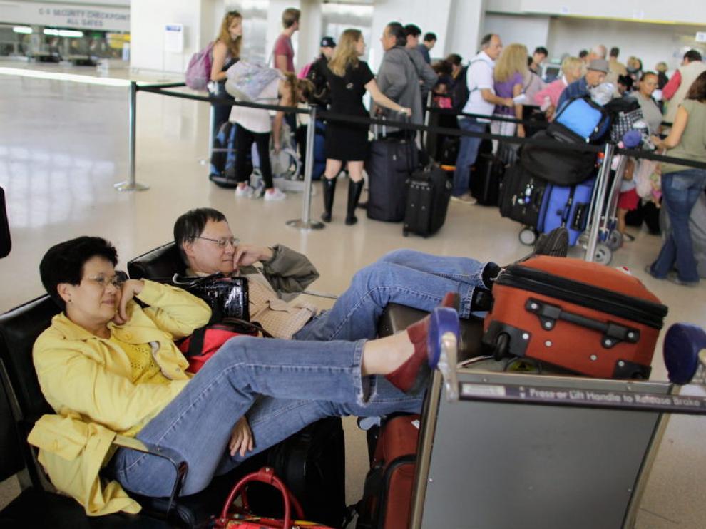 Pasajeros a la espera en el aeropuerto de Nueva Jersey
