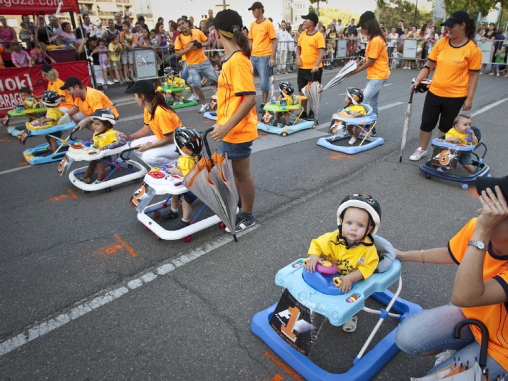 La avenida de Tenor Fleta recordaba los boxes de la Fórmula 1, pero con bólidos y pilotos más pequeños.