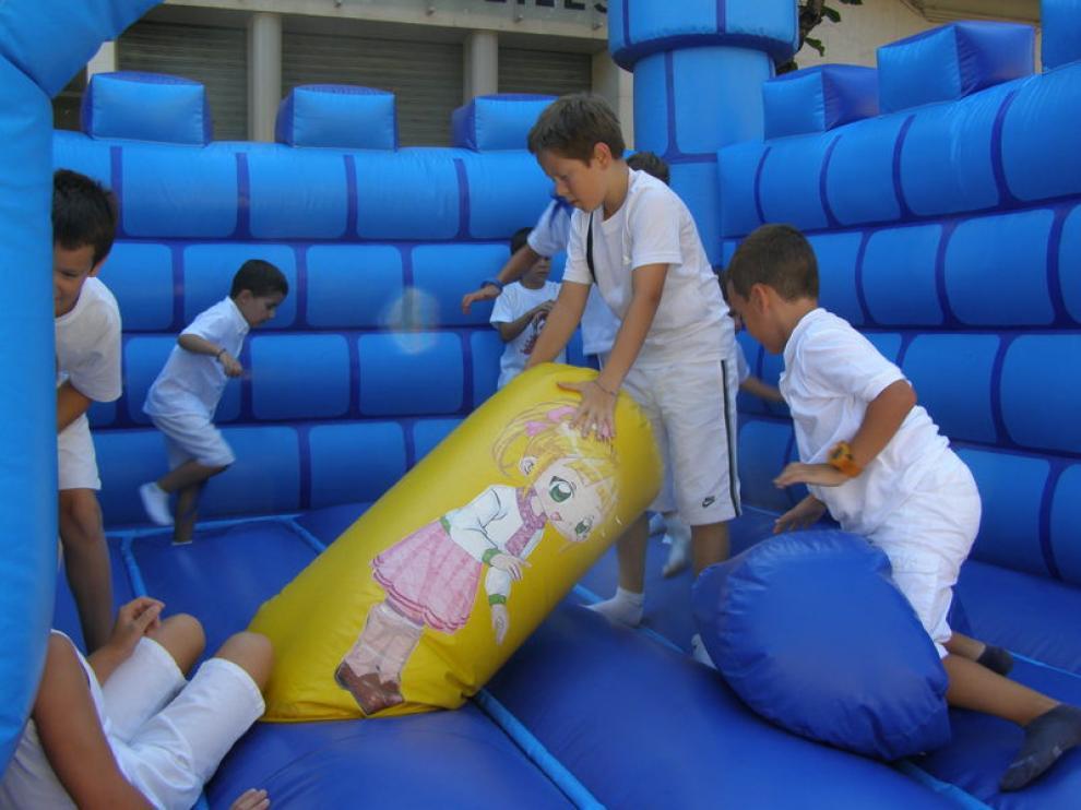 Los niños contaron ayer con hinchables y otros muchos juegos en el Espacio Municipal de Ocio.