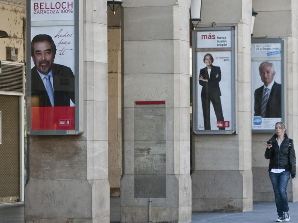 Carteles de precampaña electoral en Zaragoza