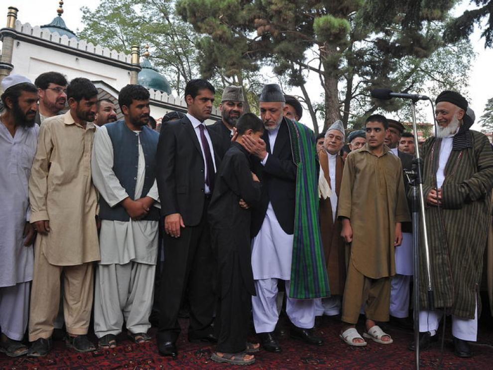 El presidente afgano, Hamid Karzai, perdona a varios niños entrenados por los insurgentes