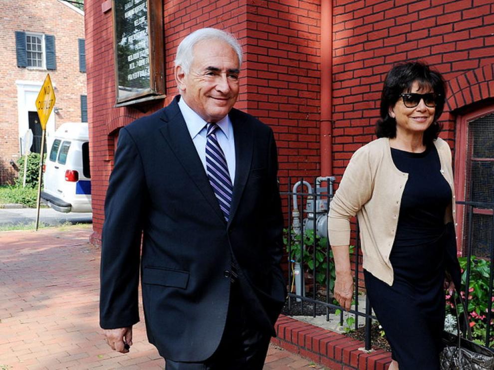 Strauss-Kahn, en compañía de su exmujer, la periodista francesa Anne Sinclair