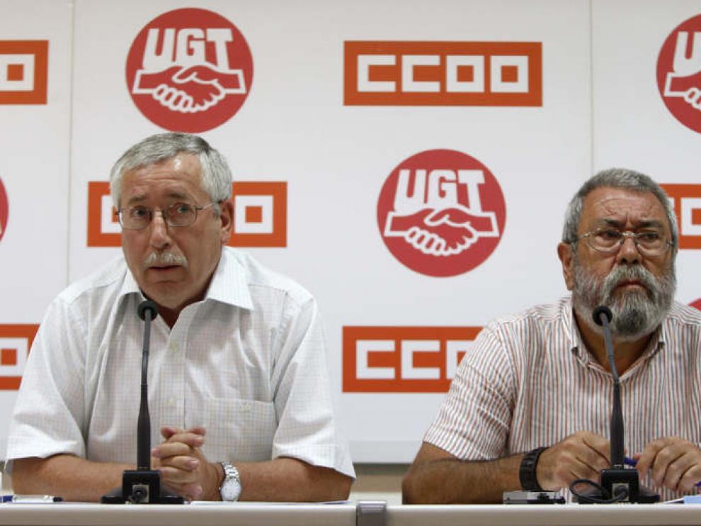 Los secretarios general de CC. OO, Ignacio Fernández Toxo, y de UGT, Cándido Méndez, durante la rueda de prensa