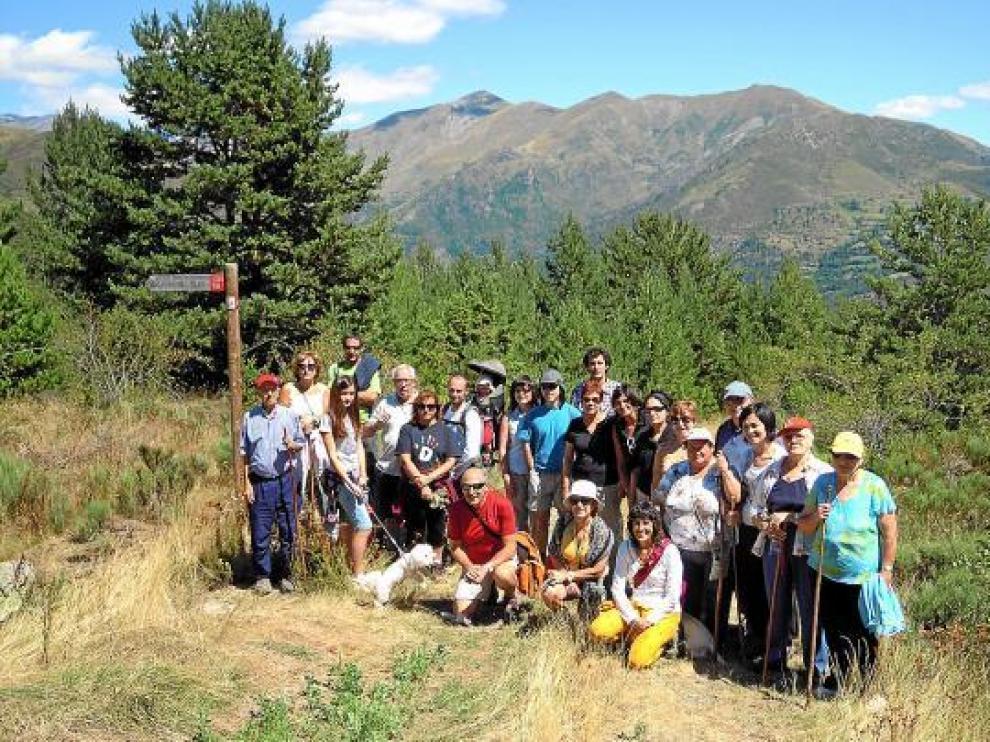 Público que participó en la ruta naturalista, dentro de las actividades de Guayente Itinera.