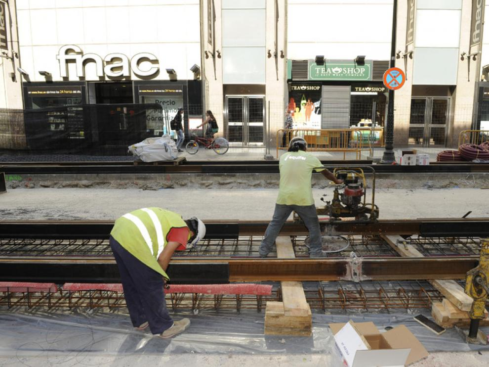 Las vías del tranvía ya cruzan parte del centro de Zaragoza