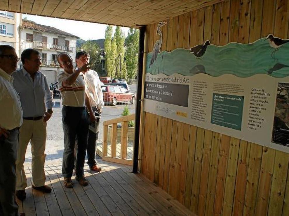 El corredor cuenta con paneles informativos que informan de la biodiversidad de este cauce virgen.