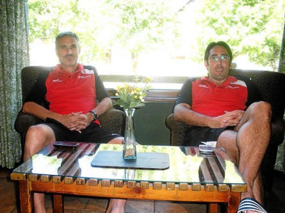José Luís Abós y Willy Villar, en la concentración del CAI Zaragoza en Viella.