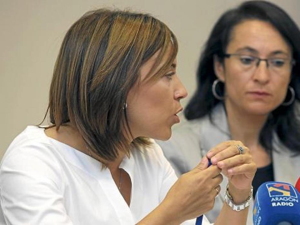 La alcaldesa, Ana Alós, y de frente, la concejal de Hacienda, Antonia Alcalá en fotografía de archivo.