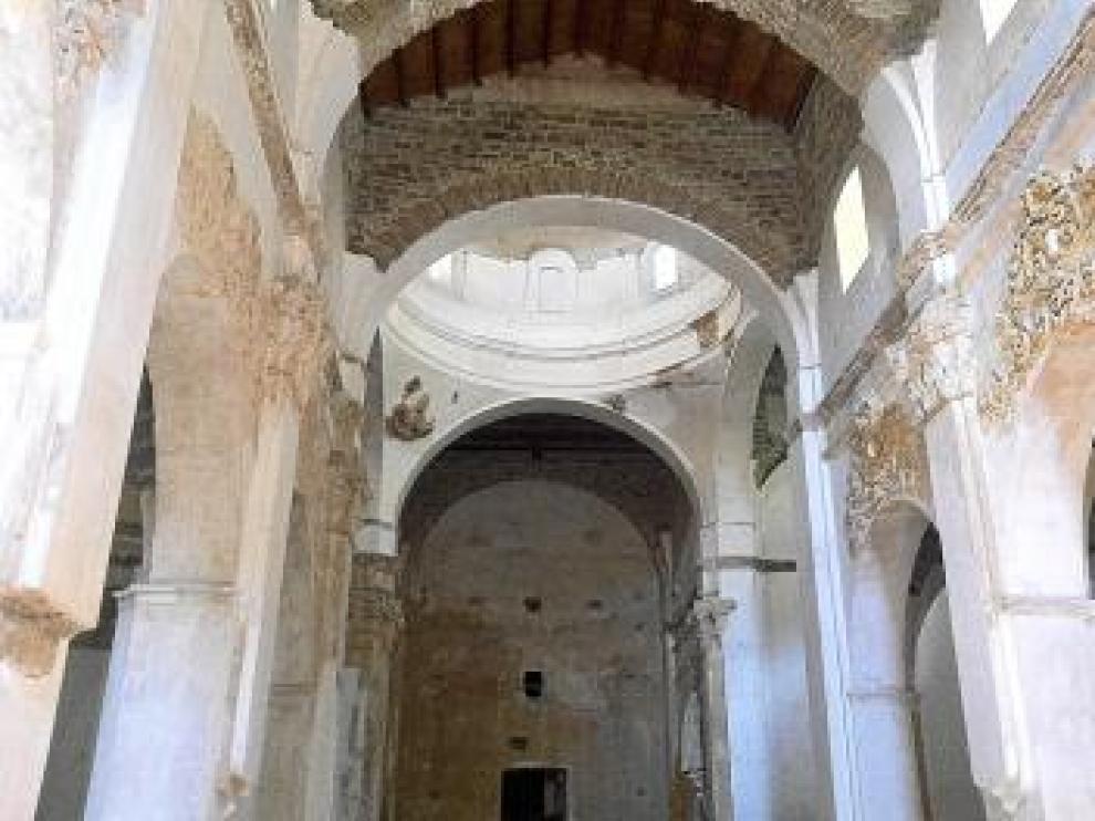 La iglesia fue construida en su mayor parte en el siglo XVIII, época a la que pertenece parte de la decoración conservada.