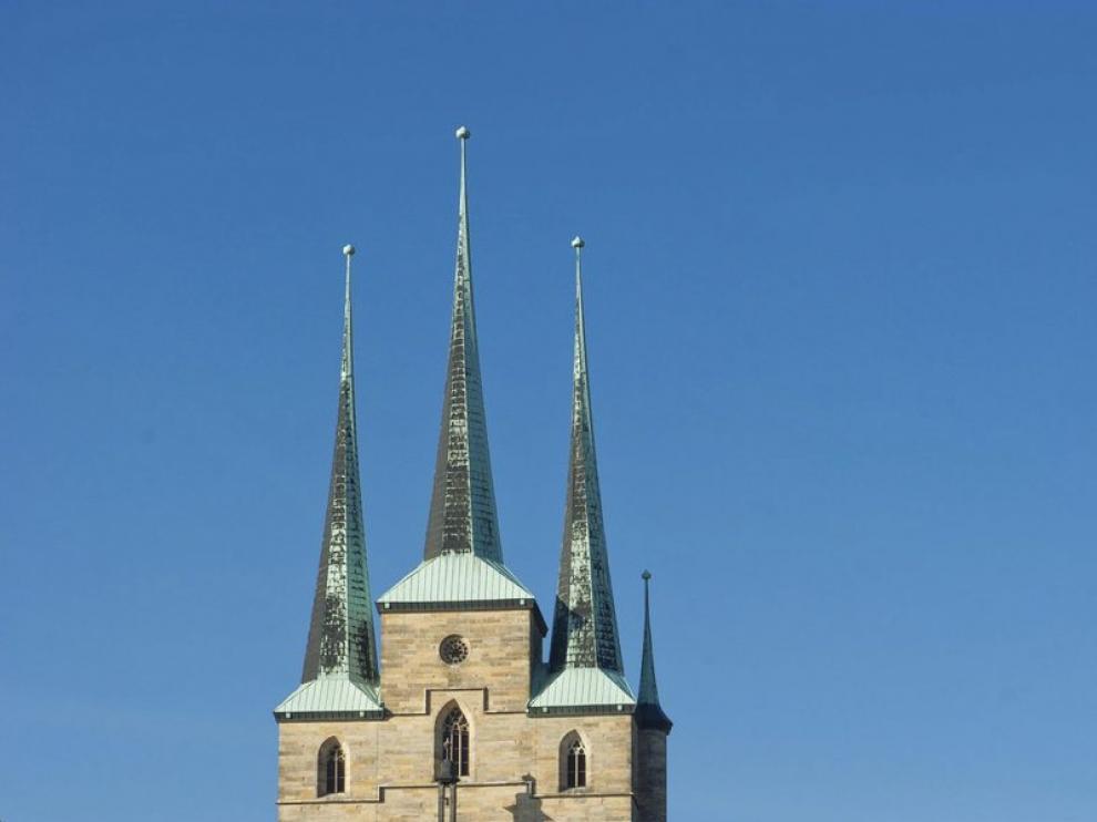 Vista general de la misa que el papa Benedicto XVI oficia en la plaza de la catedral de Erfurt