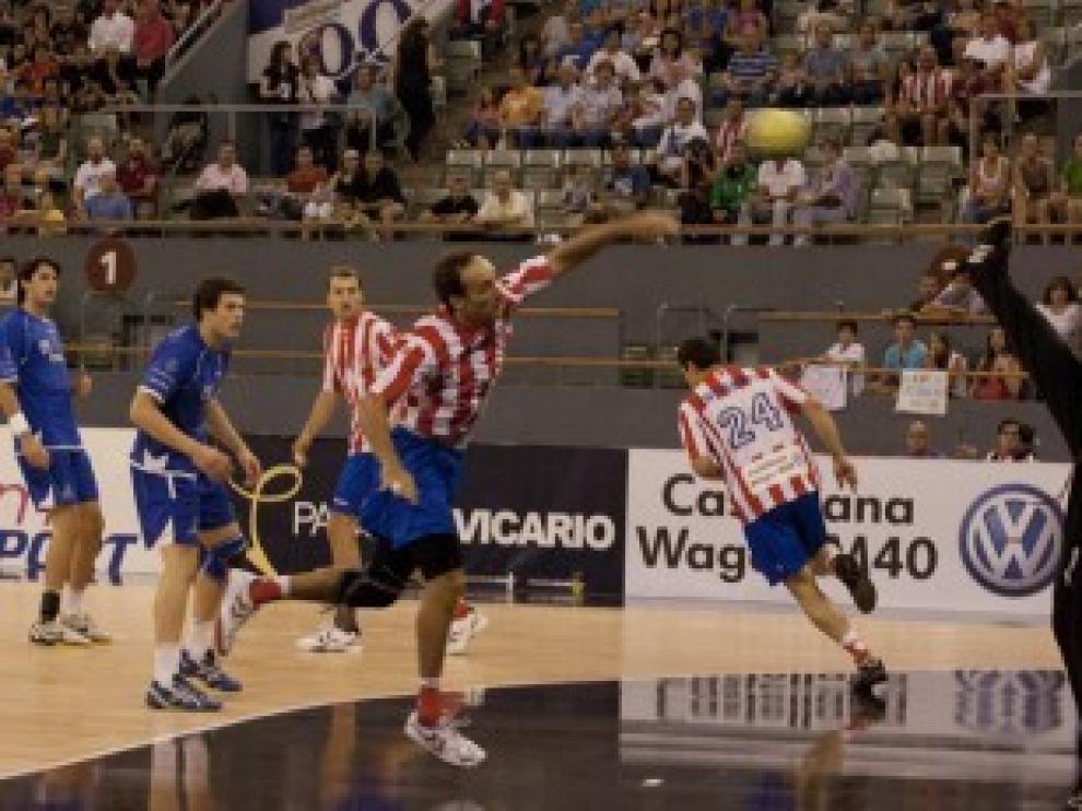 Imagen de un partido entre el BM Huesca y el Atlético de Madrid