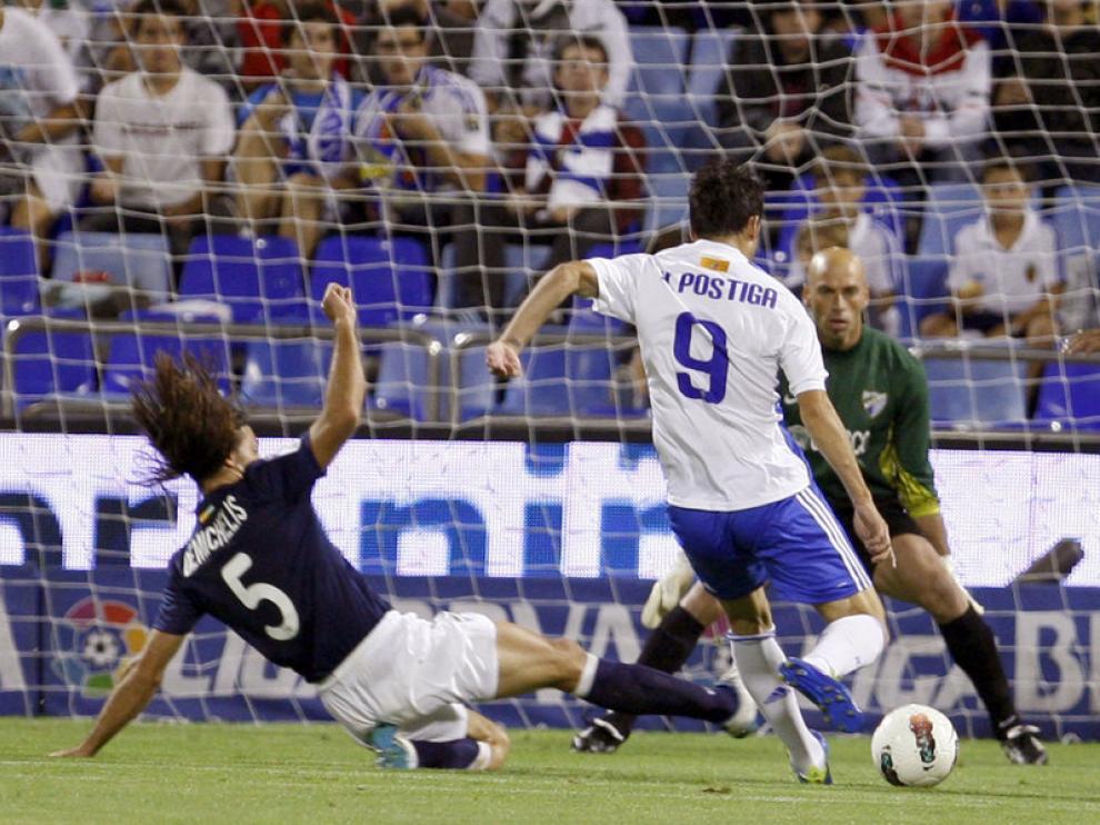 Postiga, del Real Zaragoza, remata a puerta sin fortuna