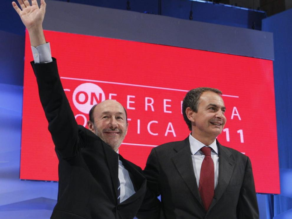 Alfredo Pérez-Rubalcaba y José Luis Rodríguez Zapatero, ayer, en la conferencia política del PSOE