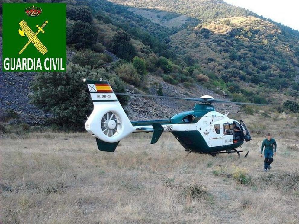 En la imagen, el helicóptero utilizado en el rescate