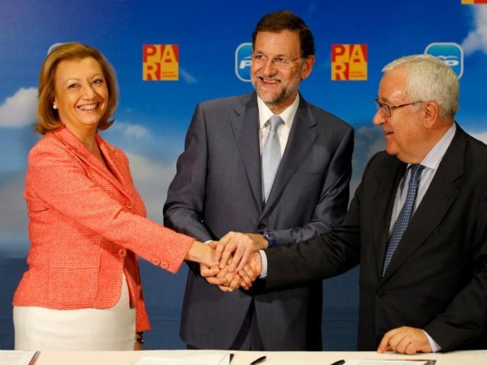 Luisa Fernanda Rudi, Mariano Rajoy y José Ángel Biel este lunes en Zaragoza