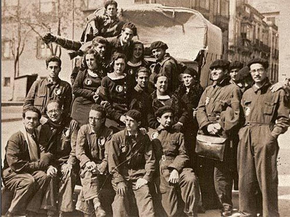 Grupo de teatro La Barraca. Lorca aparece el primero por la izquieda