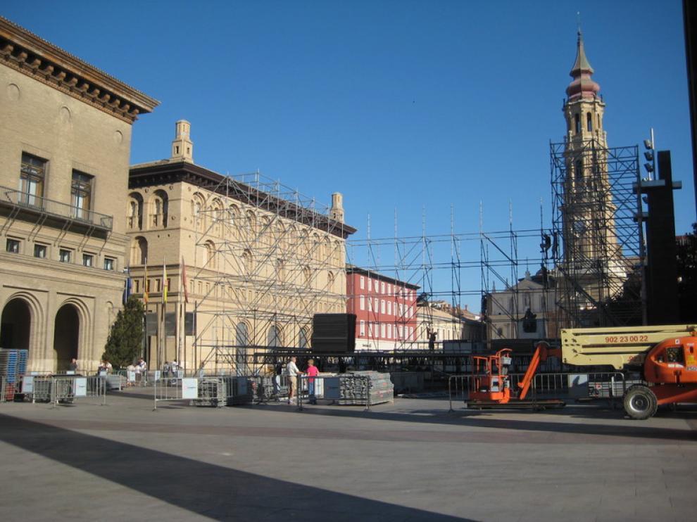 El escenario de la plaza del Pilar